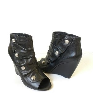 Vince Camuto lore black wedge ankle boots
